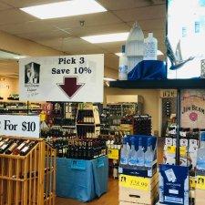BayTowne Liquor interior